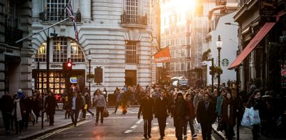 city-sunny-people-street